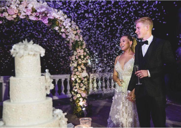 #wedding #destinationwedding #weddingflower #arcodifiori #floralarch #arch #federicaambrosini #federicaambrosinifloraldesigne #federicaambrosiniflower