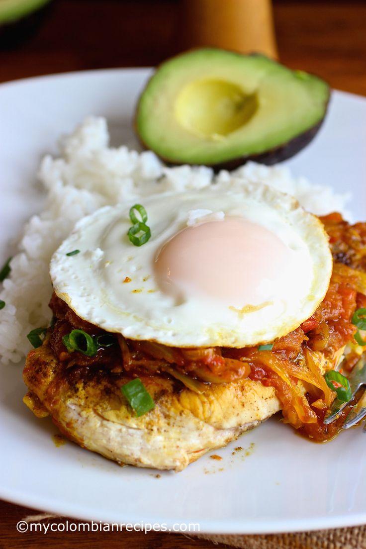 Pollo a la Criolla a Caballo (Chicken with Colombian-Style Creole Sauce)