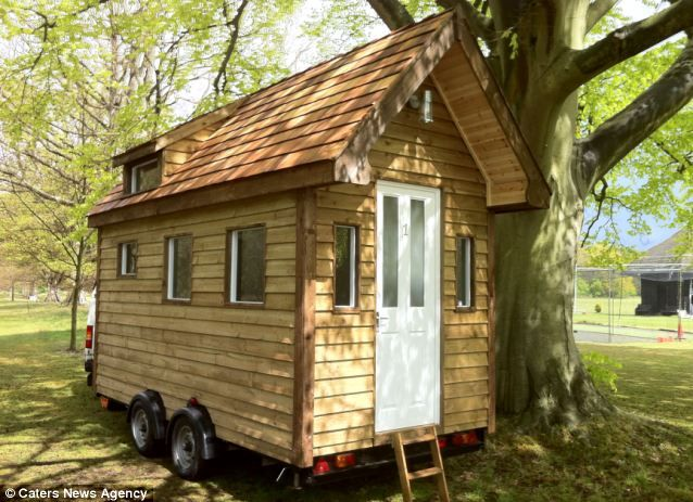 how to build a small wooden hut