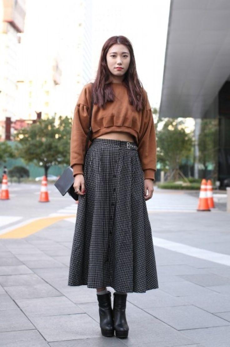 4b4aa1c034 9  Street Style Ways to Wear Crop Tops .
