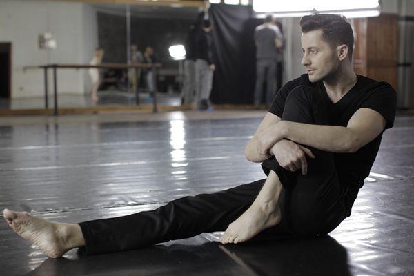 Adrian Sina a filmat videoclip nou pentru piesa Arde Ceva  http://www.emonden.co/adrian-sina-a-filmat-un-nou-videoclip-pentru-piesa-arde-ceva