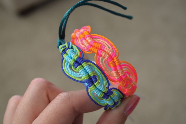 DIY: wavy friendship bracelet