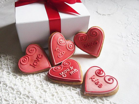 Gift Box of 10 Mini Valentines Biscuit Hearts -  can be personalised/choose your words