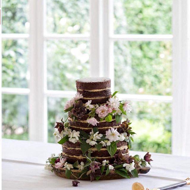 Bianca & Simon's cake | dark couverture chocolate w chocolate ganache & homemade organic peanut buttercream. Featured in the latest edition of the beautiful @voguebridesaustralia | photo @besottedgrace
