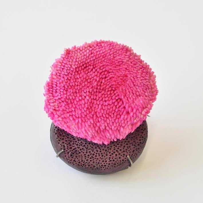 Saerom Kong.  - Pink Daisy, 2015 9,4 x 6,4 x 3 cm Photo: Saerom Kong: