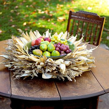 Cornhusk Centerpiece...gorgeous and would be great for the Thanksgiving table