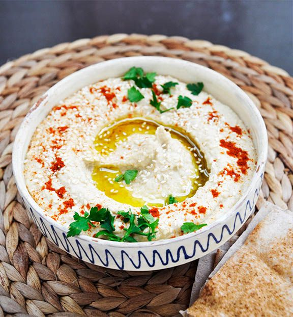 This is the basic Lebanese hummus recipe, made easy and ready in less than 5 minutes!