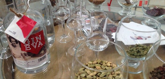 Besuch in Eva's Distillery in Llucmajor/Mallorca März 20, 2014von Henning EichholzManufakturenKein Kommentar     Besuch in Eva's Distillery in Llucmajor/Mallorca Ein Hauch von mediterranem Urlaubsfeeling liegt in der Luft, als wir uns zum verabredeten Termin auf den Weg zu Eva's Distillery in Llucmajor auf Mallorca machen.