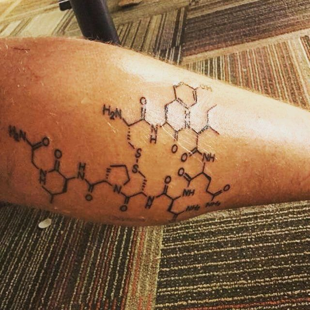 You know what time it is!! Its #moleculemonday! Thats the day of the week where we show photos of your molecules chemicals reaction anything remotely related to molecules.Send us a DM with your favorite molecule or a picture with molecules/chemicals and tell us a little about it and get featured!  This weeks image was sent by @drew_plemmons_ and shows his #oxytocin #molecule #tattoo. He writes: I got this tattoo about a year ago! To show that no matter where you are never question that love…