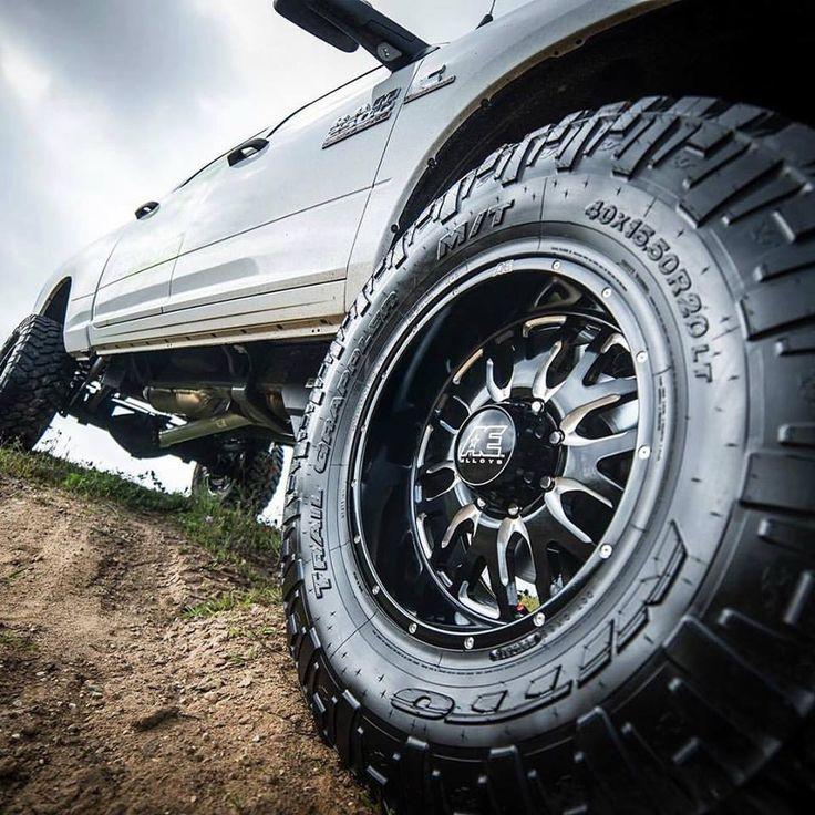 Las nuevas #TrailGrappler de #NittoTires cuentan con 3 capas de goma gruesa en la pared lateral para aumentar el rendimiento fuera de carretera ⚡ Disponible visitando: www.llantasytires.com #LlantasyTires #Nitto #Tires #New