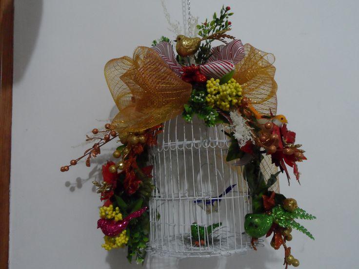 Jaula Navideña adornada con pajaros y flores