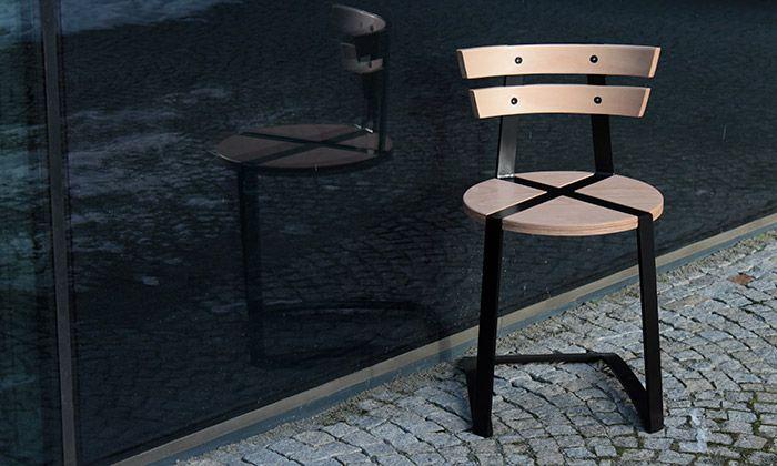 Filip Dočkal a Jan Doležel navrhli židli no.Eight