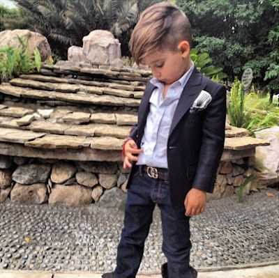 This little boy is rocking his outfit with a lot of style... Take some notes on how he matches... It is simple and has a lot of effects thanks to the little accessories touch...