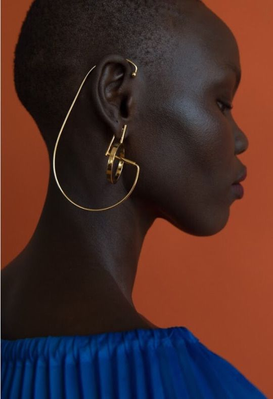 I love a structural asymmetric statement earring, especially when it's just one, but this earring goes above and beyond! How gorgeous are the architectural curves contrasting with her face shape and gorgeous skin tone? LOVE. Grace Bol for Paula Mendoza by Tigres Escobar