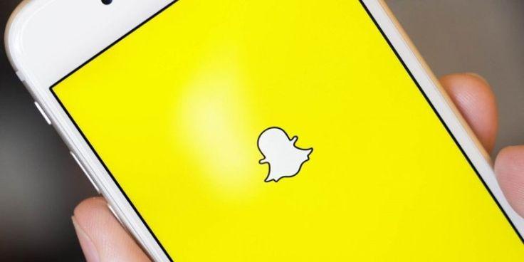Snapchat günümüzde en çok kullanılan sosyal medya platformlarından bir tanesi. Uygulamayı diğerlerinden farklı kılan şey paylaştığınız video veya görüntünün 24 saat sonra hikayenizden (profil) silinmesidir.