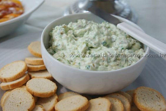 Um delicioso patê de azeitonas verdes com cream cheese, leve e muito saboroso. Para servir com torradinhas, em canapés... Confira! Leia mais...