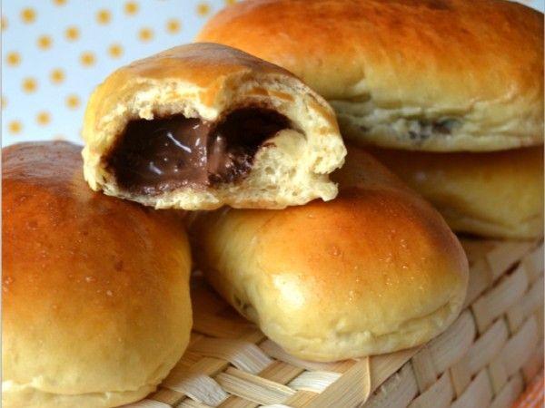 Ingrédients: -500 gr de farine -70 gr de sucre -13 gr de levure seche de boulanger -260 ml de lait – 1 œuf -50 gr de beurre ...