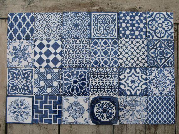 Spritzschutz-set bestehend aus 24 10 x 10cm handbemalten Fliesen in gemischten marokkanischen / Böhmisches-Designs. Auch erhältlich in anderen Farben - siehe Optionen  Dieses Design in 5x5cm verfügbar / 15x15cm / 20x20cm sowie Einzeln oder im Set 24, 40, 54 und 72 - platsch-zurück verkauft, siehe andere Angebote. Kundenspezifische Designs, Größen oder andere Mengen bestellt werden - Pse senden Convo mit Ihrer Anfrage. Keine Versicherung ist in den Versandkosten enthalten - Pse ...