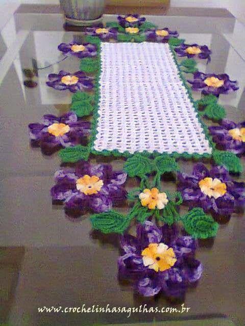 crochelinhasagulhas: Meu trabalho: caminho de mesa em crochê baseado no...