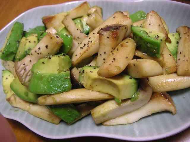 アボカドとエリンギのホットサラダの画像