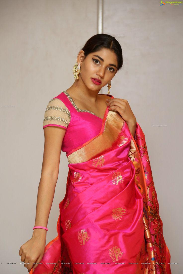 http://www.ragalahari.com/actress/90466/priya-ninawe-at-trisha-love-for-handloom-fashion-show/image23.aspx