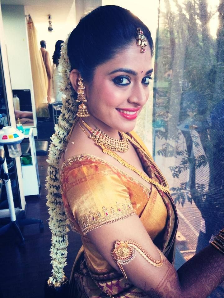 Traditional South Indian bride wearing bridal saree and jewellery. Muhurat look. Makeup by Swank Studio.