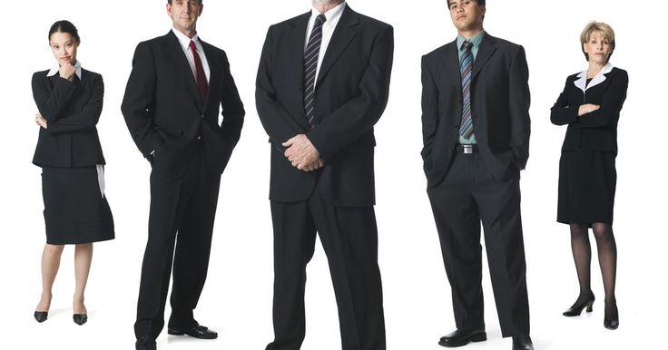 Cómo motivar a los empleados en 10 pasos. Motivar a tus empleados es indispensable para el éxito de tu compañía. No puedes tener un negocio próspero cuando tus empleados trabajan lento, llegan tarde y se comportan de una manera inadecuada. A menudo este tipo de conductas es el resultado de la falta de motivación o del sentimiento de ser menospreciado. Los gerentes y los dueños de los ...