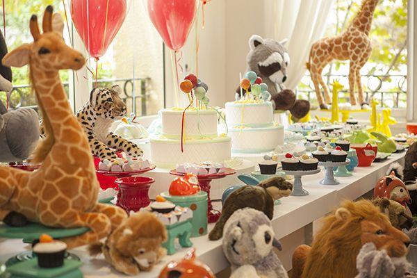 Aniversário de gêmeos com tema balões e bichinhos - Constance Zahn | Babies & Kids