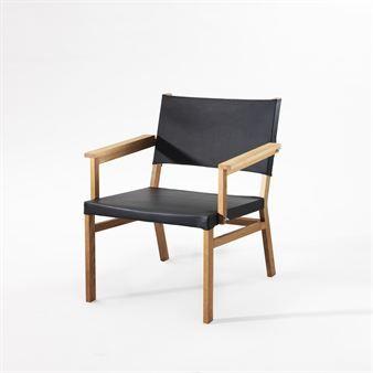Frame hvilestol/stol har et tydelig uttrykk med synlige skruer og vingemuttere, der designen er ren, rå og tydelig, og der eik, skinn og små detaljer i metall møter hverandre og skaper en riktig bekvem hvilestol.