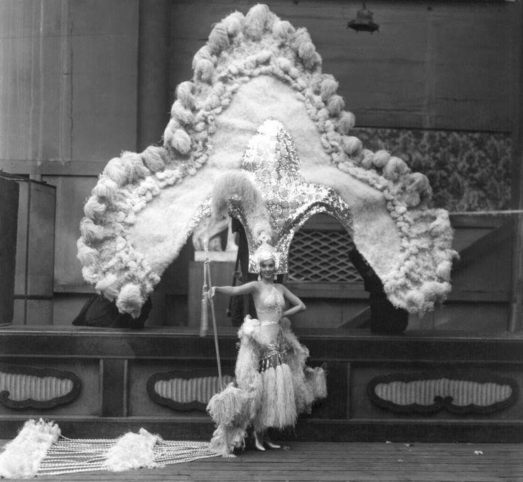 Jessie Matthews, 1930