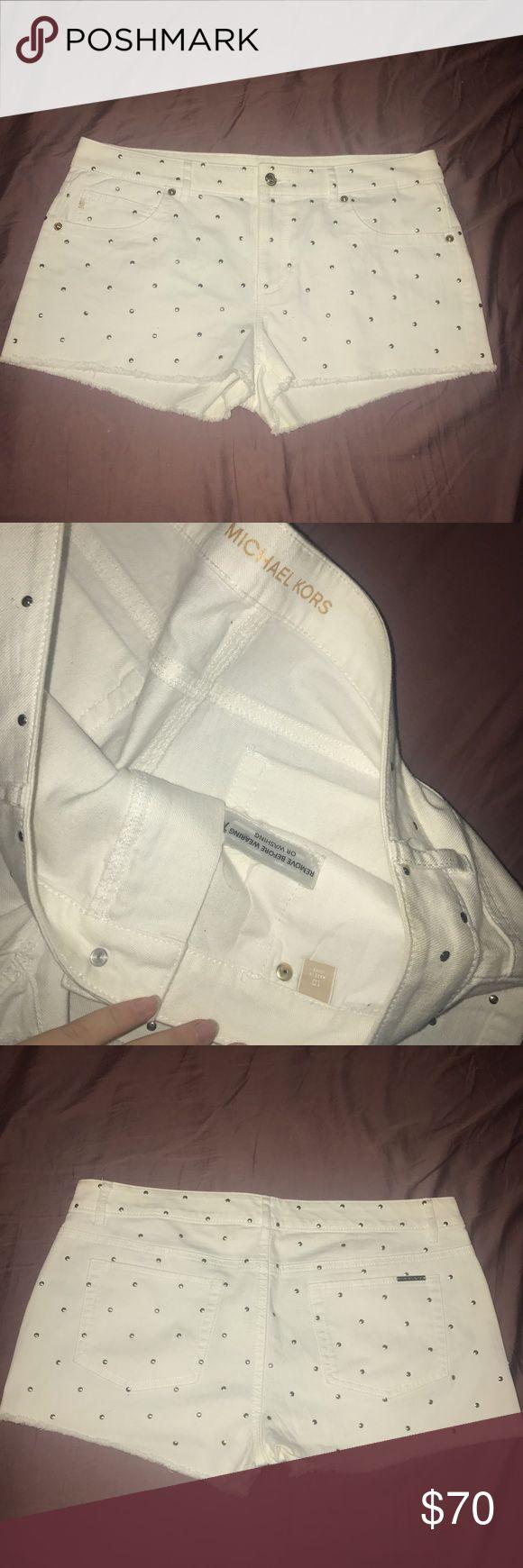 Michael Kors white w/ gold shorts sz 10 Michael Kors white w/ gold shorts sz 10 worn once Michael Kors Shorts