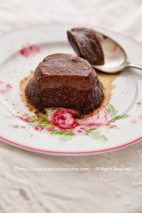 Il bonèt (si pronuncia bunèt) è forse il dolce più tipico del Piemonte e in particolare delle Langhe e ha origini molto antiche. Alcuni documenti ne attestano l'esistenza già nel XIII secolo