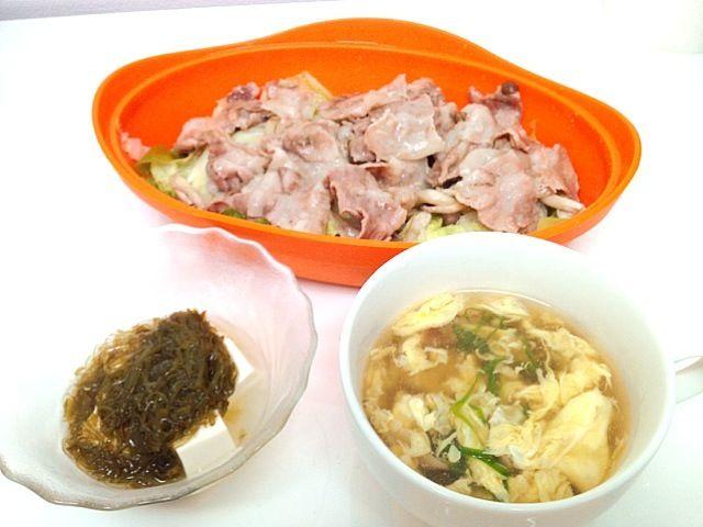 いつかの夜ごはん♪ - 25件のもぐもぐ - 豚バラ肉と白菜きのこのレンジ蒸し、めかぶ豆腐、かき玉汁 by nanakko