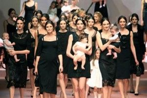 Wah seru! para ibu dan balita fashion show D & G