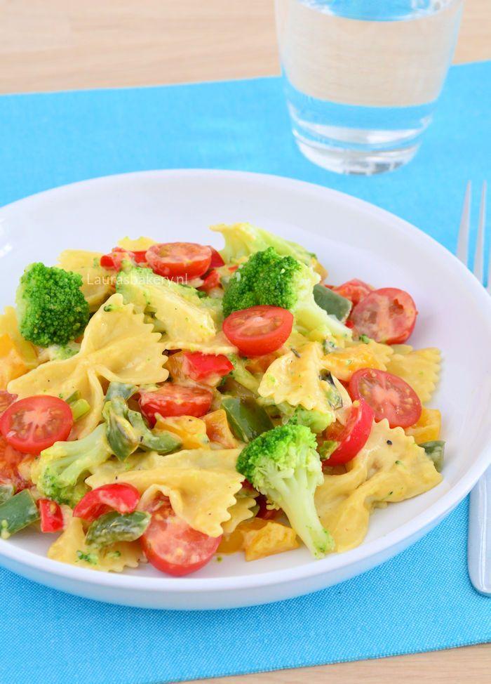 Broccoli cheese pasta - Pasta met broccoli en kaassaus - Laura's Bakery