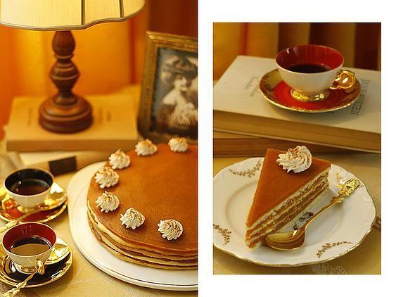 A tejkaramell-tortánk! Egy igazi klasszikus, nagymamák konyháját idéző sütemény.  Nehéz ennél jobbat elképzelni, egy hangulatos, csendes délutáni családi születésnaphoz.