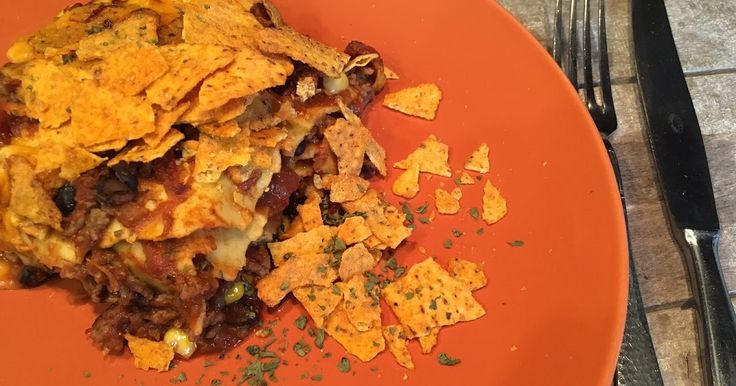 Mexicaanse lasagne - Lekker eten met Marlon - Lasagne met zwarte bonen, mais, gehakt, lasagnebladen en Mexicaanse kruiden