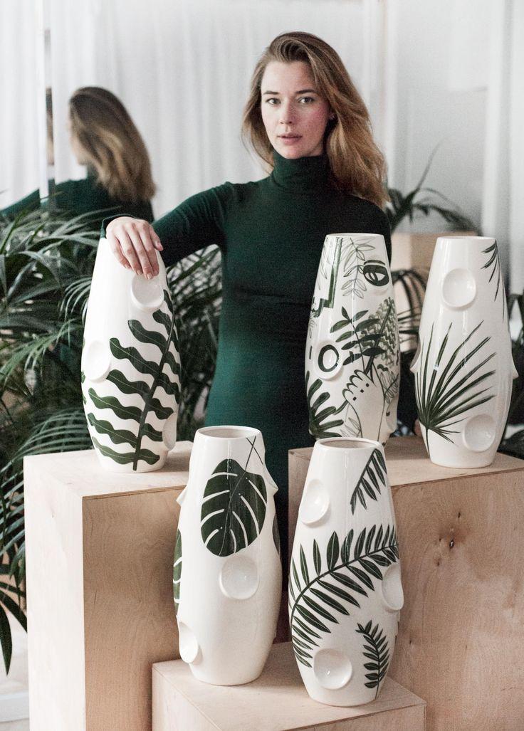 vasos de cerâmica pintados a mão por Malwina Konopacka, ilustradora e designer polonesa