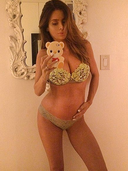 Can You Believe This Model Is 8 Months Pregnant? http://www.people.com/article/model-sarah-stage-eight-months-pregnant-body