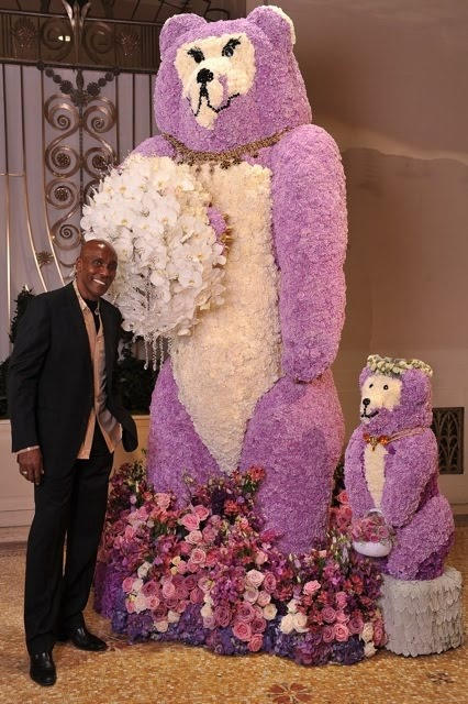 Preston Bailey, has created one of his amazing installations, this time at the Waldorf Astoria in New York City
