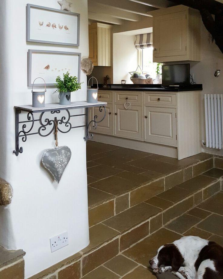 A little kitchen shelfie.....