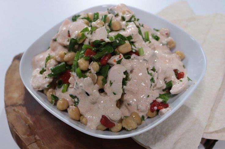 Tavuklu Nohutlu Fas Salatası