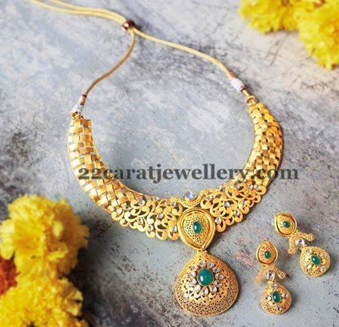 Jewellery Designs: Antique Set with Green Stones