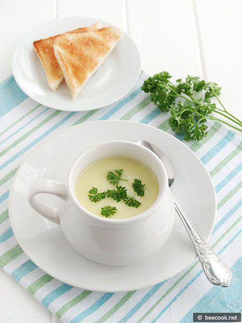 Простой рецепт приготовления картофельного крем-супа с цуккини.