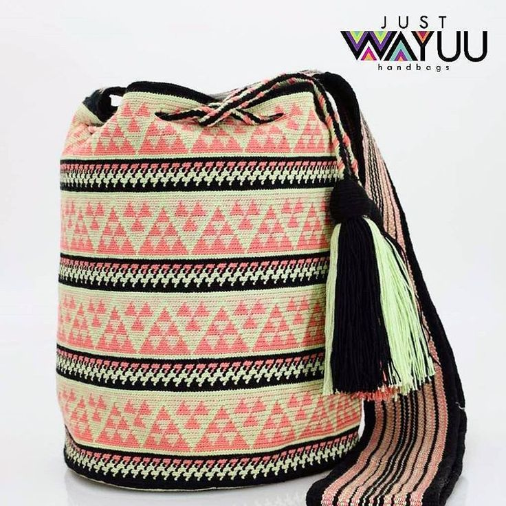 213 отметок «Нравится», 3 комментариев — Just Wayuu (@just.wayuu) в Instagram: «Same bag style we posted last week, but looks completely different because it's colors combination.…»