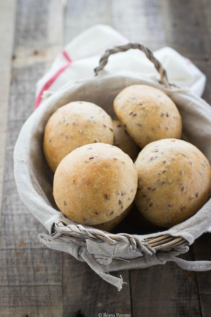 Panini al farro integrale e semi di lino