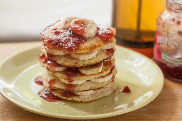 Delicious #vegan Coconut Pancakes. Cool idea for your Sunday breakfast | vegelicacy.com