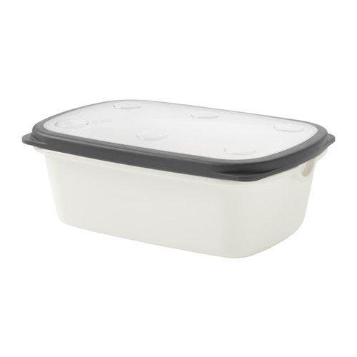 IKEA - IKEA 365+, Burk med lock, Det löstagbara gallret i botten gör att vätska och kondens samlas under maten så att den hålls fräsch längre.Kan användas i både kyl till t.ex. frukt och grönsaker och för all förvaring i frys.Ventil i locket och rundade hörn ger effektiv och jämn uppvärmning i mikro.Minska ditt matavfall genom att spara matrester i en burk med lock och värma maten till en annan måltid.Det genomskinliga locket gör det enkelt att hitta det du söker, även när burken förvaras i…