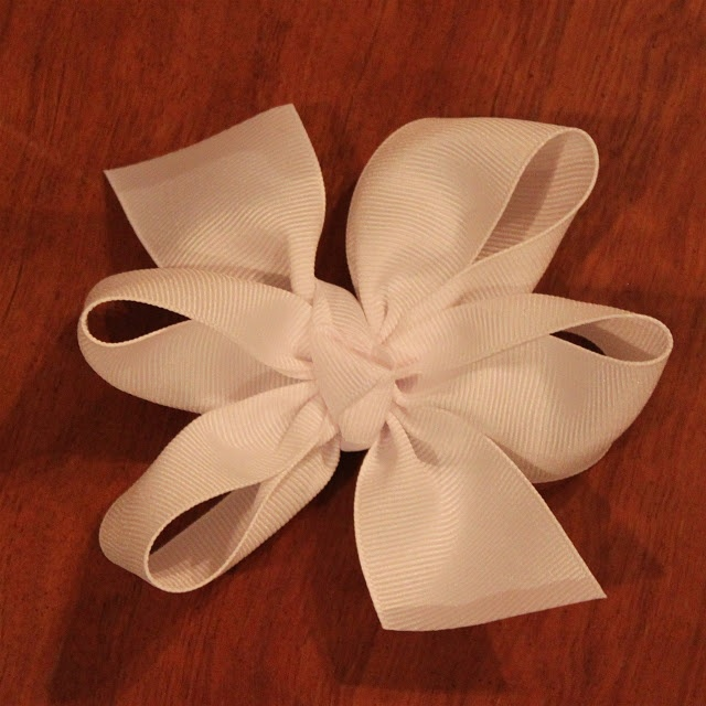 Nice bows - now all I need is to find a little girl whose mom will let me make these for her. Bloody feminists... :p