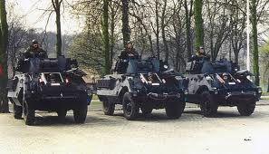 Drie pantservoertuigen AB Mi. Uitgerust met mortier + 2 machinegeweren 7.62